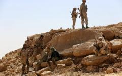 الصورة: الشرعية تحرر معسكراً في الجوف وجبلاً استراتيجياً في كرش