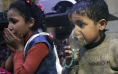الصورة: بالفيديو.. مشاهد مرعبة لآثار الكيماوي القاتل على أطفال دوما