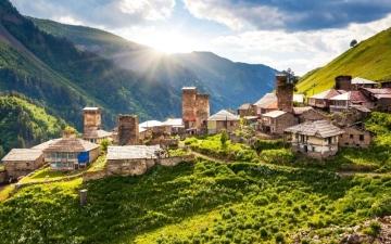 الصورة: جورجيا.. عناق الجبال والسحاب