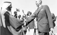 الصورة: الصورة: زايد يستقبل الرئيس الفرنسي