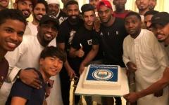 الصورة: لاعبو شباب الأهلي دبي يحتفلون بـ«السيتي»