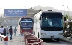 الصورة: مئات اللاجئين السوريين في لبنان يعودون إلى بلادهم