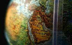 الصورة: احتجاج مصري على خريطة تزويرية بمنتدى إفريقي في تونس