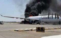 الصورة: هجوم صاروخي على مطار ليبيا الرئيسي