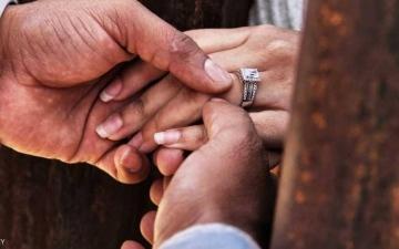 الصورة: مصرع عروسين و5 من عائلتهما في حادث مروع