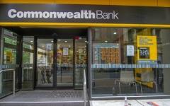 الصورة: بنك أسترالي يفرض رسوما على عملاء متوفين !