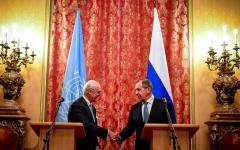 الصورة: موسكو تلمح إلى تقسيم سوريا وتلوّح بدعم النظام بـ«إس - 300»