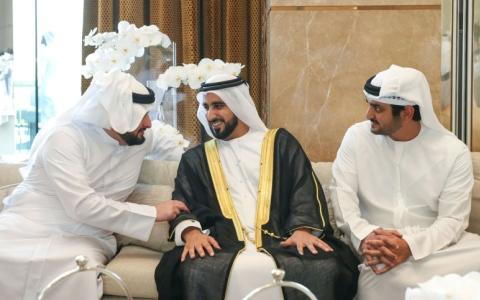الصورة: مكتوم بن محمد ومحمد الشرقي والشيوخ يحضرون أفراح الحاي والفطيم