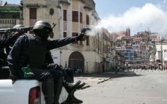 الصورة: قتيل باحتجاج ضد قانون الانتخابات في مدغشقر