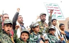 الصورة: التجنيد الإجباري.. إجرام حوثي في حق طلاب اليمن