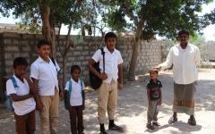 الصورة: بقرار الحوثي.. تلاميذ المدارس ضحايا التجنيد الإجباري