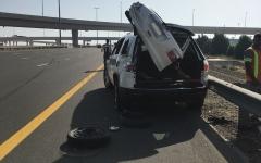 الصورة: وفاة سائق بسبب وقوفه على كتف الطريق في شارع الشيخ زايد بدبي