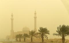 الصورة: بالفيديو..موجة غبار تجتاح الرياض