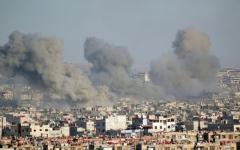 الصورة: النظام يقصف «داعش» في «اليرموك» والمعارك تشتد