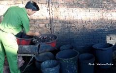 الصورة: بالفيديو.. احتجاز 5 أشخاص في فيتنام لإنتاجهم قهوة ملوثة بمسحوق البطاريات