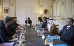 الصورة: سيف بن زايد يبحث مع وزير الداخلية الفرنسي تعزيز التعاون الأمني