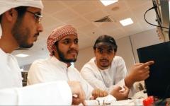 الصورة: الصورة: 3 طلاب يبتكرون تطبيقاً يحمي من مخاطر الغرق في المسابح