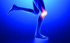 الصورة: دراسة: آلام الركبة تعرّض كبار السن لخطر الاكتئاب