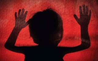 الصورة: وفاة طفلة تعرضت للاغتصاب