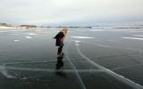 الصورة: «ليوبوف» عجوز تتزلج لمسافات طويلة لهدف نبيل