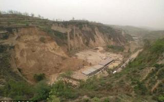 الصورة: مقتل 9 أشخاص بانهيار أرضي في الصين