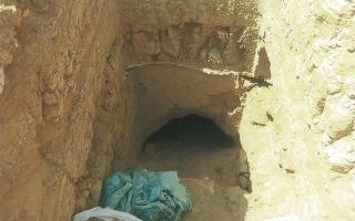 الصورة: يقتل ابنته لتقديمها قرباناً لفتح مقبرة أثرية في مصر