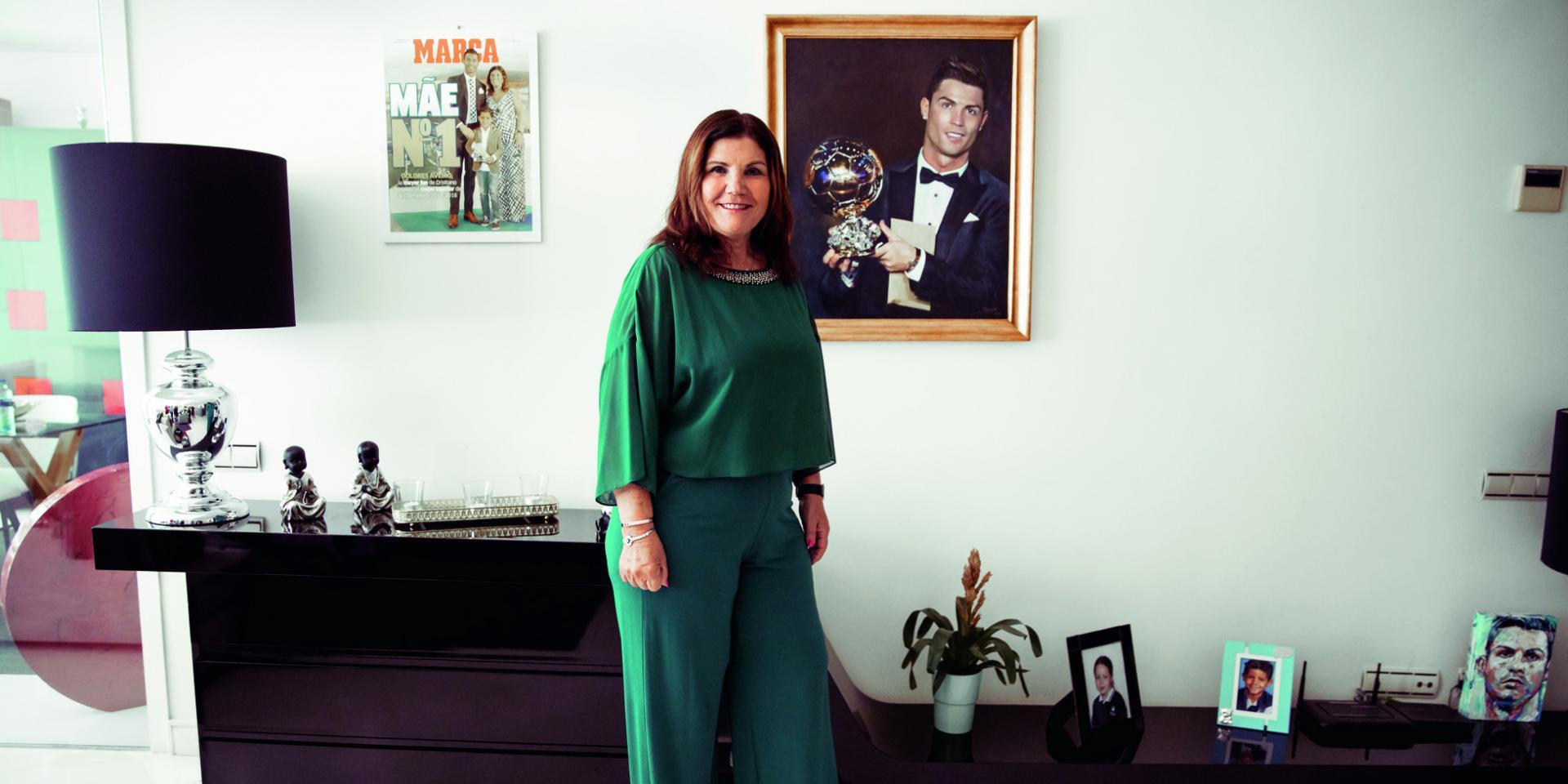 والدة رونالدو تكشف موعد اعتزاله