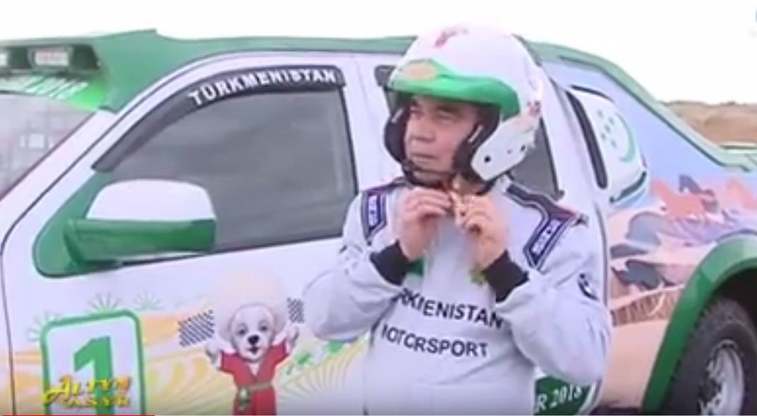 بالفيديو.. من الرئيس الذي قهر المحترفين في سباق للسيارات؟