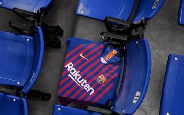 الصورة: برشلونة يكشف عن قميصه للموسم المقبل