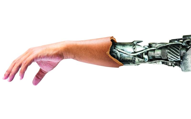 الصورة: يد آلية يتحكم بها الدماغ توفّر وظائف حركية