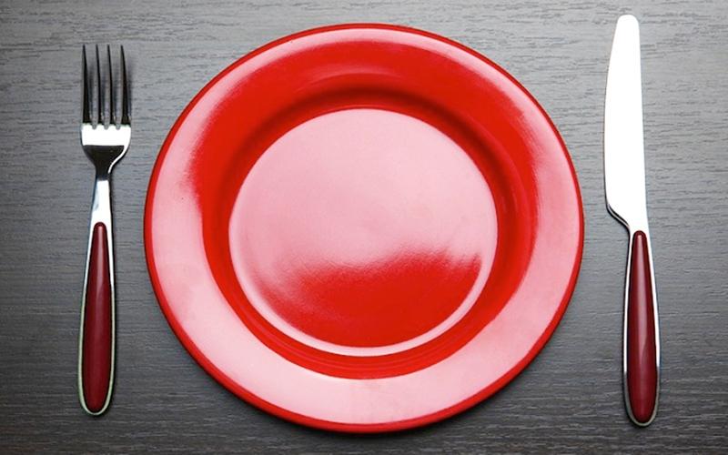 الصورة: تناول الطعام في طبق «أحمر» يخفض الوزن