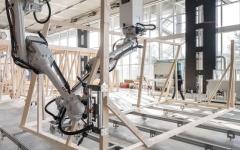 الصورة: روبوتات تبني مدرسة زها حديد في الصين