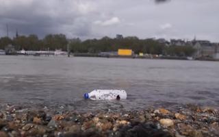 الصورة: اختراع بديل لقناني البلاستيك يمكنه إنقاذ المحيطات