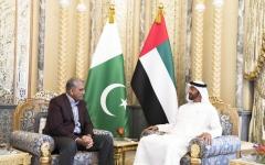 الصورة: محمد بن زايد يبحث التعاون العسكري مع قائد الجيش الباكستاني
