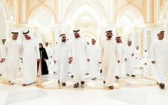 الصورة: محمد بن راشد ومحمد بن زايد والحكام وأولياء العهود والشيوخ يتبـادلون التهـاني بحـلول رمضـان
