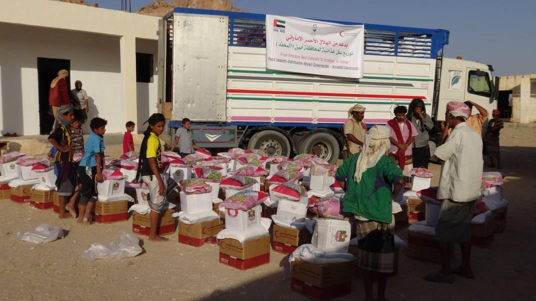 """""""الهلال الأحمر الإماراتي"""" يدشن مشروع إفطار الصائم في أبين"""