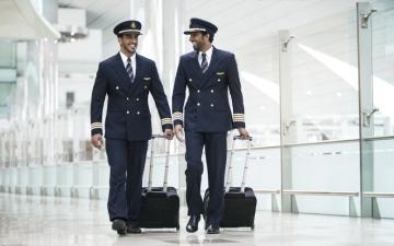 الصورة: طيران الإمارات تنظم حملة في مسقط لتوظيف طيارين