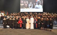 الصورة: منصور بن محمد يشهد تخريج  الدفعة 21 من طلبة الجامعة الأميركية