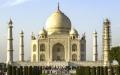 الصورة: التلوث يغير لون تاج محل في الهند