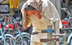 الصورة: القاتل الصامت يودي بحياة أكثر من 60 شخصا في باكستان