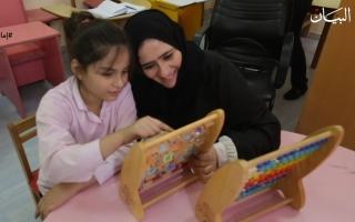 الصورة: عائشة الشامسي تفتح نافذة أمل لأطفال التوحد في رأس الخيمة