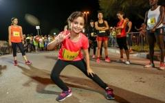 الصورة: طفلة 9 سنوات تنهي سباق 10 كم