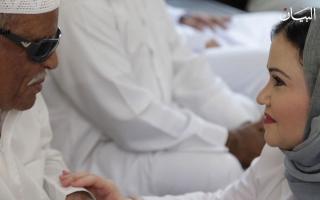 الصورة: الصورة: سلوى السويدي.. الابنة البارة تزرع الأمل في خريف العمر