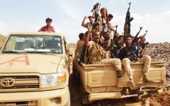 الصورة: القوات الإماراتية تدمر زورقين للحوثيين في البحر الأحمر