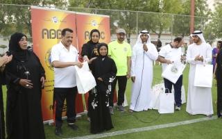 الصورة: «شباب الأهلي دبي»..180 دقـــيقة ترسم الابتسامة على وجوه 40 يتيماً