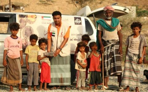 الصورة: «الهلال الأحمر» يواصل مشروع إفطار صائم في تعز وحضرموت