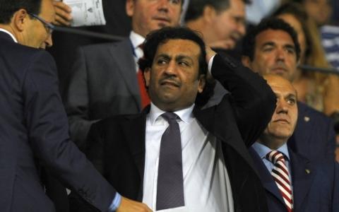 الصورة: اتهام آل ثاني مالك ملقا بالتزوير والاختلاس في إسبانيا