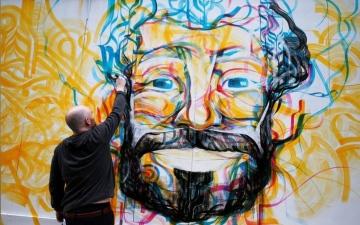 """الصورة: إزاحة الستار عن """"جدارية"""" لصلاح بوسط ليفربول قبل النهائي الأوروبي"""