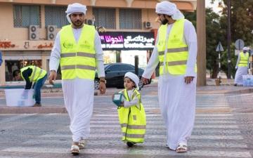 الصورة: أصحاب الهمم والأطفال يشاركون في توزيع وجبات الإفطار