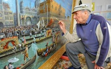 الصورة: ميكانيكي يكتشف موهبته في الرسم بعد التقاعد